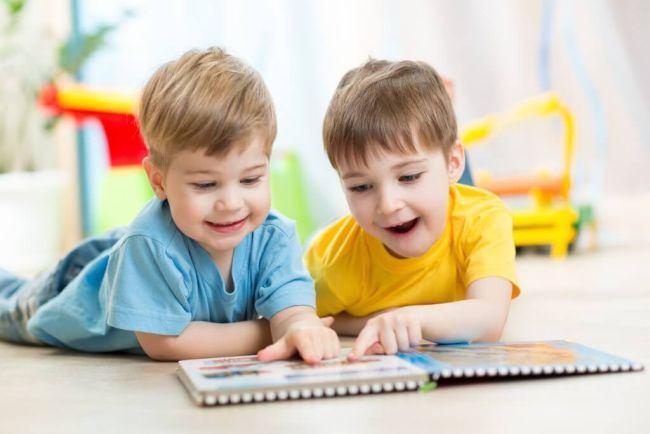 Studiu: Copiii care repeta actiuni sunt mai inteligenti