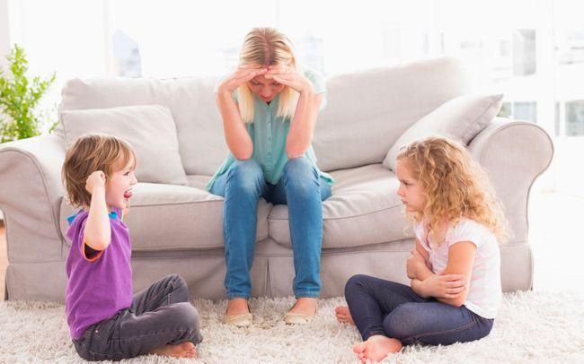 Cum controlezi rivalitatea dintre frati. Sfaturi care pot ajuta parintii