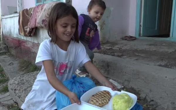 Viata fetitei care mergea flamanda la scoala s-a schimbat total