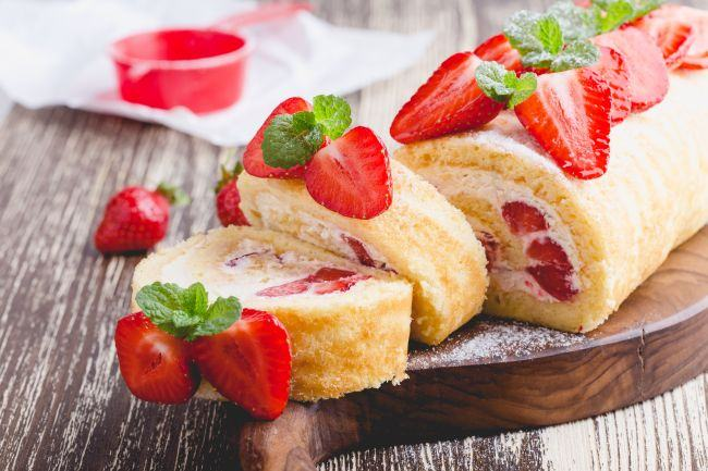 Rulada de branza cu fructe