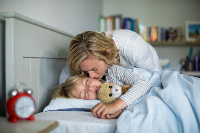 Sfaturile expertului: Cum ajuti copilul sa nu isi perturbe somnul cand se schimba ora
