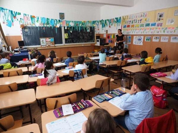 S-a votat scaderea numarului de ore la scoala si liceu