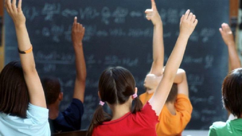 """Academia Romana: """"NU introduceti noi discipline scolare si NU diminuati numarul de ore la materiile umaniste"""""""