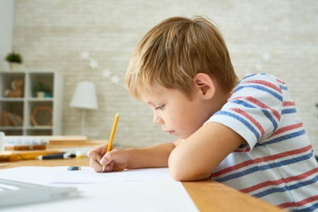 Un baietel i-a trimis tatalui sau o scrisoare in Rai. Raspunsul emotionant al conducerii Postei