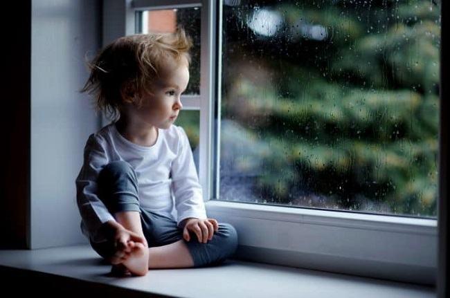 Un copil poate depasi orice, dar nu si absenta mamei sale