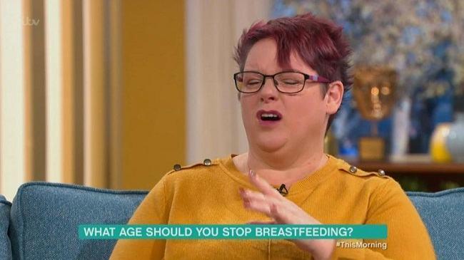 O mama si-a alaptat fetita pana la varsta de 9 ani. Ce reactii a starnit aceasta decizie