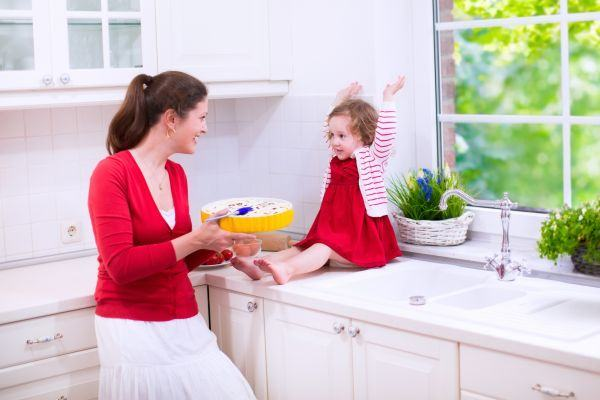Trucuri pentru siguranta bebelusului in bucatarie