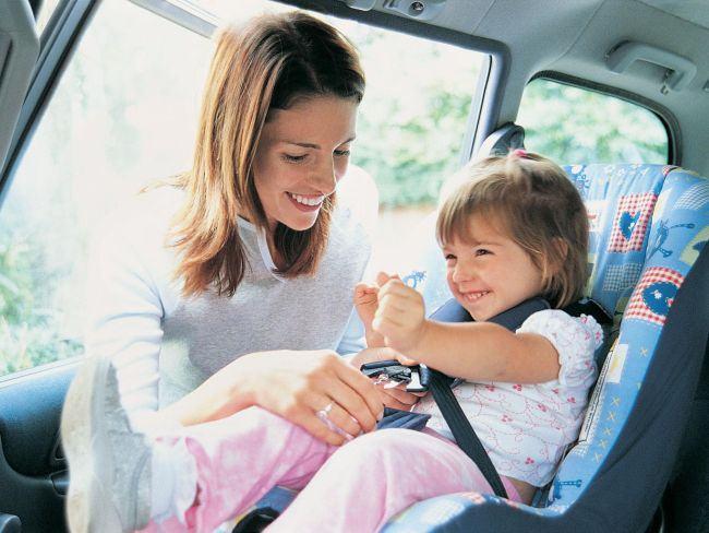 Ce faci cand copilul nu vrea sa poarte centura de siguranta in masina? Aplica tehnica oului