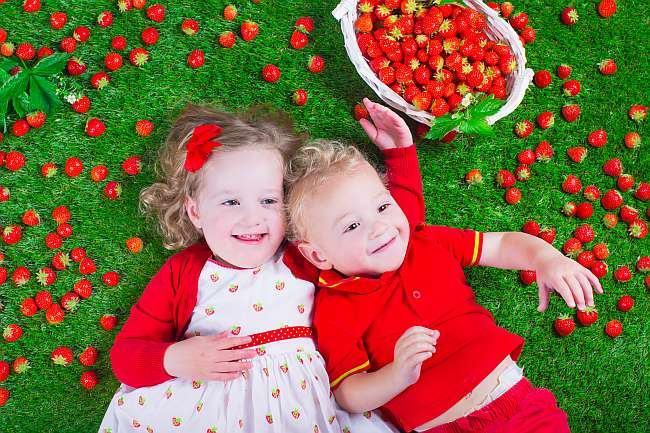 simptome_alergie_fructe_de_padure_capsuni_fragi_copii