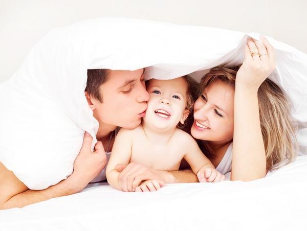 Copil singur la parinti: avantaje versus dezavantaje
