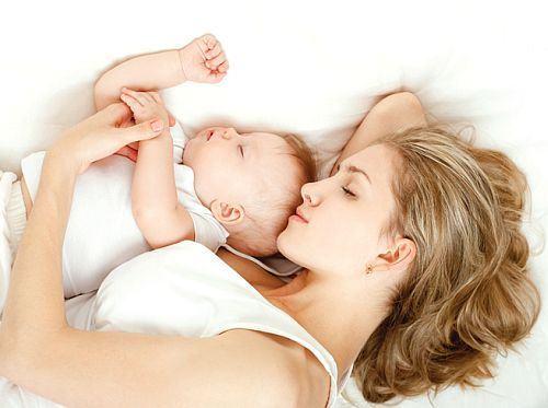 Parinti fumatori, nu dormiti cu bebelusii in pat!