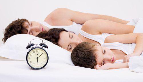 8 trucuri de primavara pentru somnul linistit al familiei