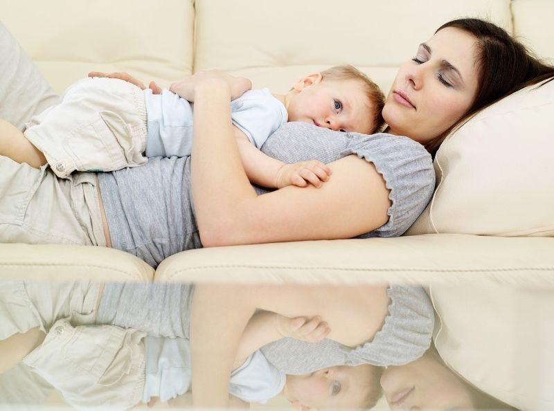 La ce te gandesti cand se trezeste copilul plangand