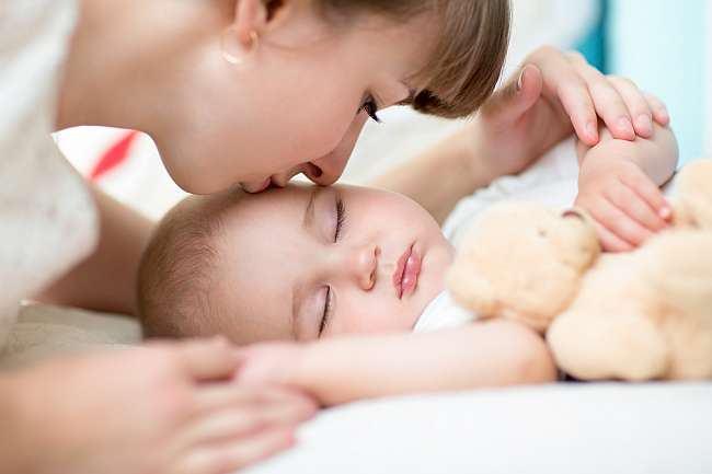 La ce varsta doarme bebelusul toata noaptea?