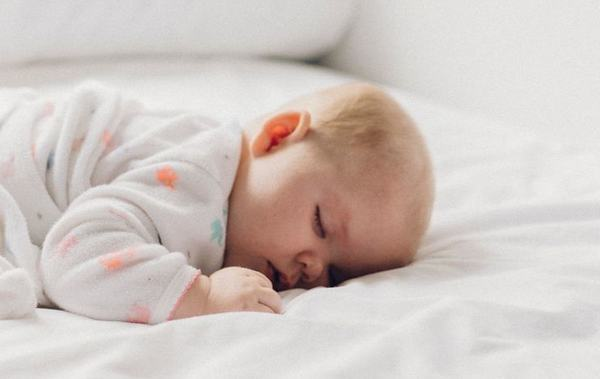 Cinci trucuri care va vor face mai usoare noptile cu un nou nascut