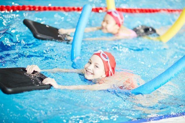 10 motive sa il inveti pe copil sa inoate