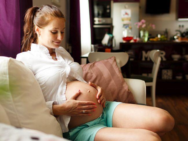 Un cuplu a apelat la o mama surogat pentru a avea un copil, dar a avut un soc dupa nasterea bebelusului