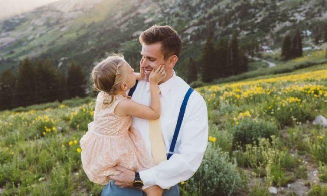 Tatii de fete isi pot schimba opinia despre stereotipurile de gen, conform unui studiu