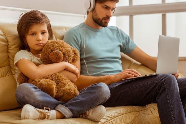 Tatal absent. Care sunt consecintele asupra copilului?