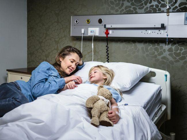 Taxa de 80 de lei pe noapte la Spitalul de Pediatrie din Brasov, pentru parinti