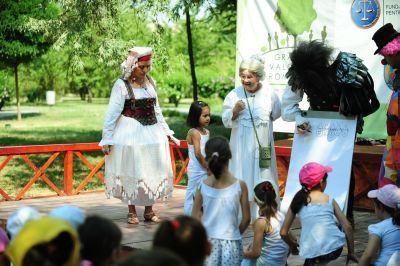 Multe bucurii pentru voi, copii - Teatrul Ion Creanga