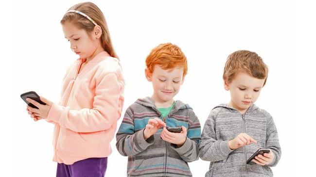 Noi recomandari OMS: timpul pe care ar trebui sa-l petreaca copiii in fata ecranelor