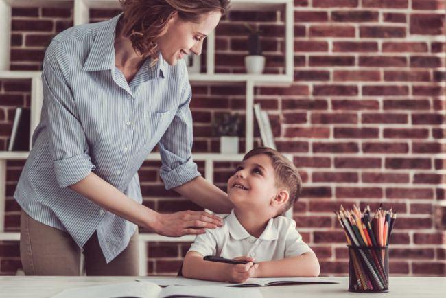Cum sa iti motivezi copilul sa faca temele pentru acasa
