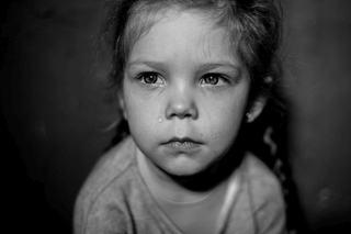 Ce se intampla cu creierul unui copil atunci cand nimeni nu il baga in seama