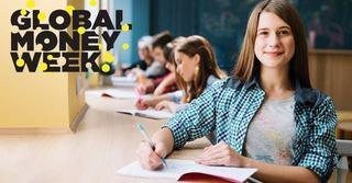 Elevii de liceu invata obiceiuri financiare sanatoase intr-un program Junior Achievement sustinut de KRUK Romania
