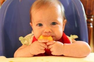 Cand introducem piersica in alimentatia copilului