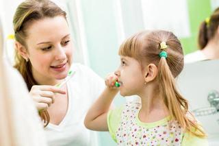 Obiceiuri sanatoase pentru prevenirea gingivitei la copii