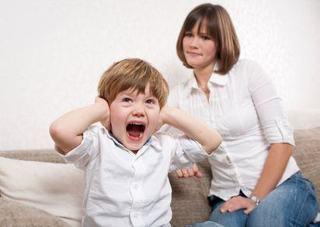 5 motive pentru care copilul iti respinge afectiunea