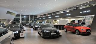 Cum a reusit un copil sa faca pagube de 10.000 de euro intr-un showroom auto