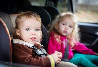 Copilul plange in scaunul de masina? Cum faci sa il linistesti?