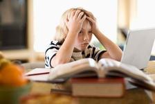 Prea multe teme? Iata cum ii ajuti pe cei mici sa depaseasca acest stres