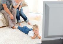 Cum sunt afectati copiii de ecranele de TV si telefon