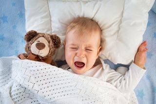 10 greseli ale parintilor care fac copiii sa planga noaptea. Tu le faci?