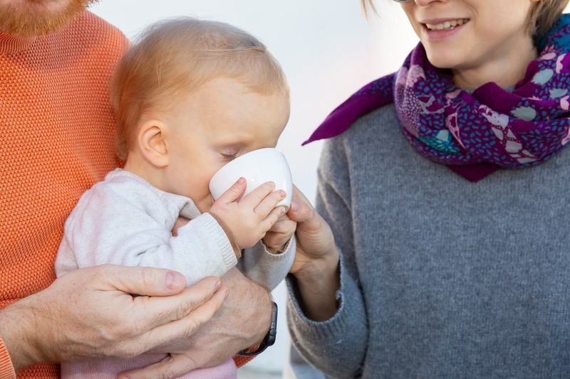 Trecerea de la biberon la cana: trucuri pe care orice mama trebuie sa le stie