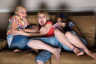 Discuta cu copiii despre stirile care ii pot speria