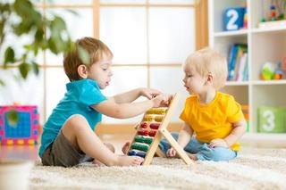50% dintre copiii cu autism pot fi recuperati prin terapie specializata