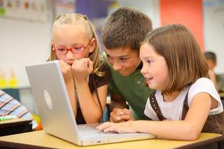 Copiii uita de familie, cand vine vorba de internet. Ce spune cel mai recent studiu despre copiii din Romania