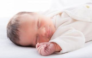 Cand ar trebui sa inceapa copilul sa doarma cu o perna?