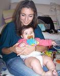 Parintii adolescenti ajutati de masajul bebelusilor lor