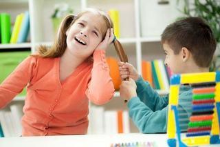 Solutii pentru copiii care lovesc, musca si trag de par