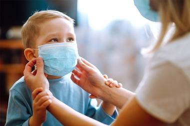 1 din 10 copii infectati cu covid ramane cu simptome dupa vindecare