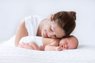 Al patrulea trimestru in dezvoltarea bebelusului sau cum sa il ajuti sa se adapteze noului mediu