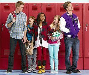 Disney Channel lanseaza un nou serial de comedie, Bobocii Isteti