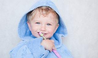 Cand si cum ingrijim dintii copiilor?