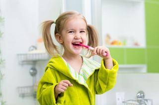 7 trucuri prin care iti convingi copilul sa se spele pe dinti