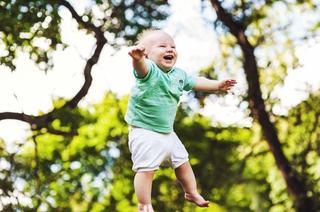 Plimbarea zilnica a copilului mic